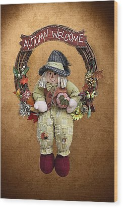 Scarecrow On Autumn Wreath Wood Print by Linda Phelps