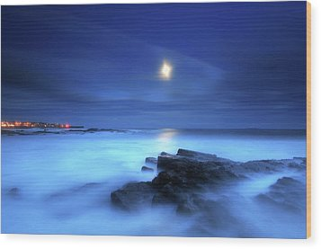 Seascape And Moonrise Wood Print by Angus Clyne