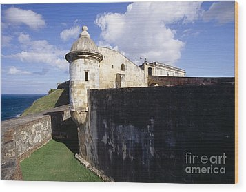 Sentry Post On The Wall In San Cristobal Fort Wood Print by George Oze