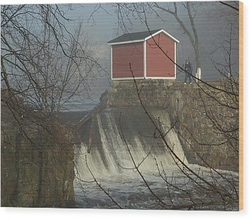 Shed By The Dam In Fog Wood Print