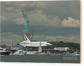 Shuttle Enterprise 3 Wood Print by Tom Callan
