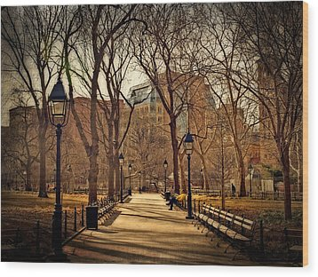 Sitting In The Park Wood Print by Kathy Jennings