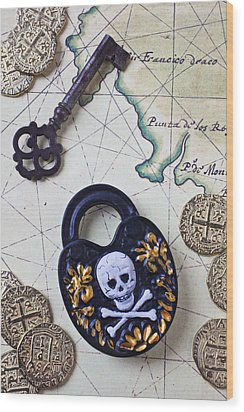 Skull And Cross Bones Lock Wood Print by Garry Gay