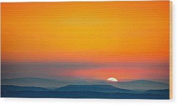 Smokie Sunrise Wood Print by Steven Llorca