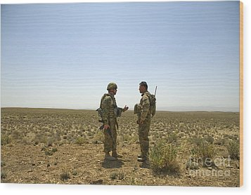 Soldiers Discuss, Drop Zone Wood Print by Stocktrek Images