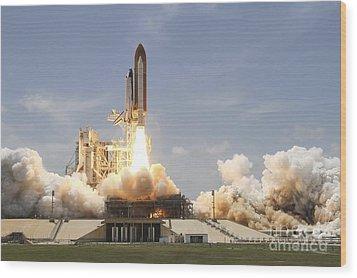 Space Shuttle Atlantis Lifting Wood Print by Stocktrek Images