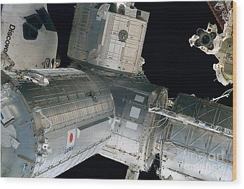 Space Shuttle Discovery And Components Wood Print by Stocktrek Images