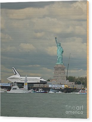 Space Shuttle Enterprise 1 Wood Print by Tom Callan
