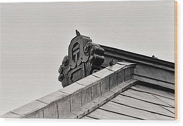 Wood Print featuring the photograph Sparrows Enjoy The Copper Roof by Craig Wood