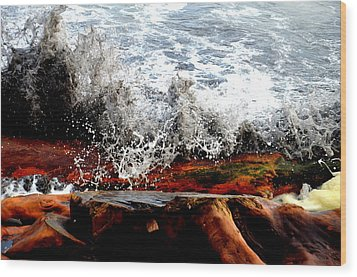 Splash On The Wood Wood Print by Nelly Avraham