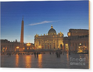 St Peters Basilica Wood Print by Ed Rooney