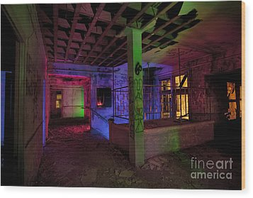 Stairwell Of The Stamford Hotel Wood Print by Keith Kapple