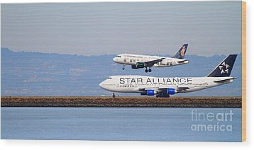 Star Alliance Airlines And Frontier Airlines Jet Airplanes At San Francisco Airport . Long Cut Wood Print by Wingsdomain Art and Photography