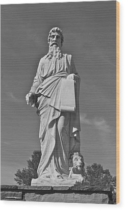 Statue 01 Black And White Wood Print by Thomas Woolworth