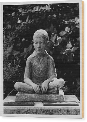 Statue Of Louis Braille In Bermudas Wood Print by Everett
