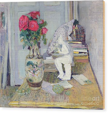 Statuette By Maillol And Red Roses Wood Print by Edouard Vuillard