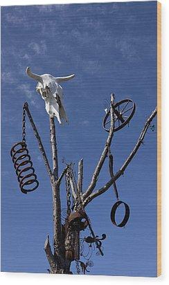 Steer Skull In Tree Wood Print by Garry Gay