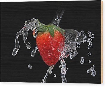 Strawberry-splash Wood Print