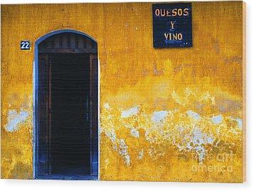 Street Scene La Antigua Wood Print by Thomas R Fletcher