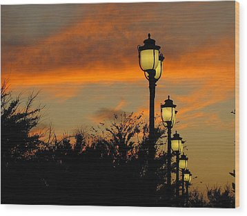 Streetlamp Sunset Wood Print