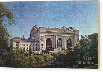 Sun Rising On Union Station In Kansas City Tv Wood Print by Andee Design