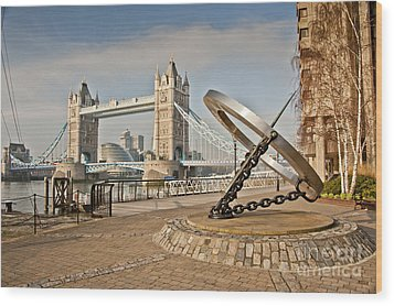Sundial At Tower Bridge Wood Print by Donald Davis