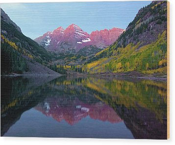 Sunrise At Maroon Bells Wood Print by Carolyn Dalessandro