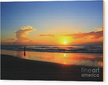 Sunrise Couple Wood Print by Dan Stone