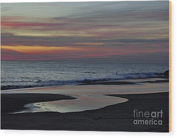 Sunrise On The Beach Wood Print by Tamera James