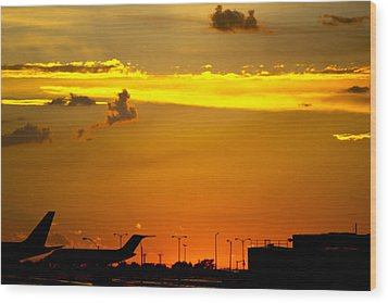 Sunset At Kci Wood Print by Lisa Plymell