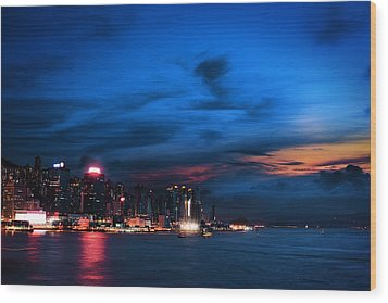 Sunset At Victoria Harbour Wood Print