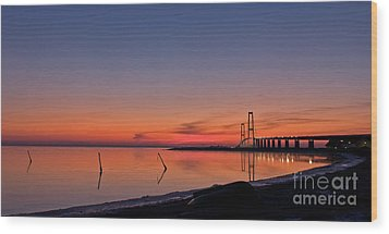Sunset By Bridge Wood Print