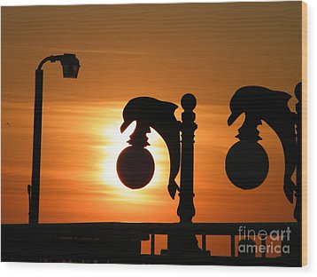 Sunset Lamp Wood Print by Laurence Oliver