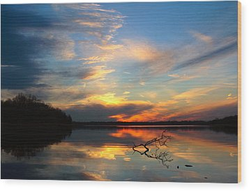 Sunset Over Calm Lake Wood Print by Daniel Reed