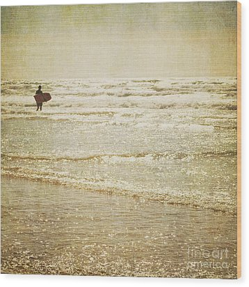 Surf The Sea And Sparkle Wood Print by Lyn Randle