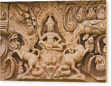 Thai Style Molding Art In The Temple Wood Print by Songsak Wilairit
