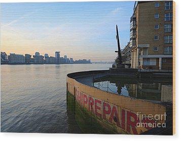 Thames Sunrise Wood Print by Donald Davis