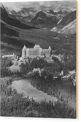 The Banff Springs Hotel In The Bow Wood Print by Everett