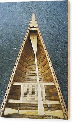 The Bow And Oar Of A Handmade Wooden Wood Print by Bill Curtsinger