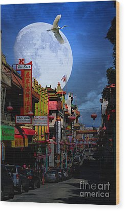 The Great White Egret Of Chinatown . 7d7172 Wood Print by Wingsdomain Art and Photography
