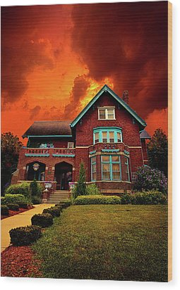 The Haunted Brumder Mansion Wood Print by Phil Koch