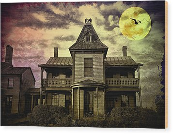 The Haunted Mansion Wood Print by Bill Cannon