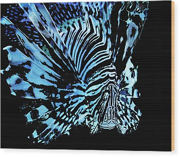 The Lionfish 2 Wood Print by Robin Hewitt