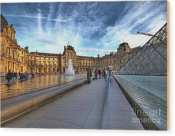 The Louvre Paris Wood Print by Charuhas Images