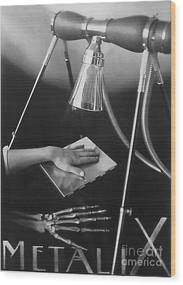 The Marvels Of Metalix 1930 Wood Print by Science Source