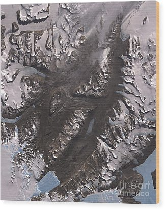 The Mcmurdo Dry Valleys West Of Mcmurdo Wood Print by Stocktrek Images