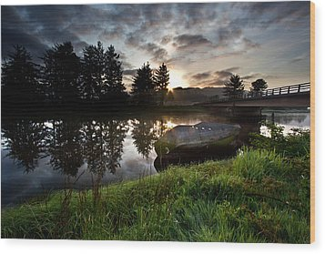 The Old Boat At Sunrise Wood Print