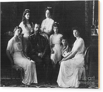 The Romanovs, Russian Tsar With Family Wood Print by Science Source