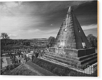 The Star Pyramid Near Valley Cemetery Stirling Scotland Uk Wood Print by Joe Fox