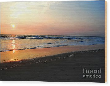 Wood Print featuring the photograph The Start Of A Good Day by Linda Mesibov